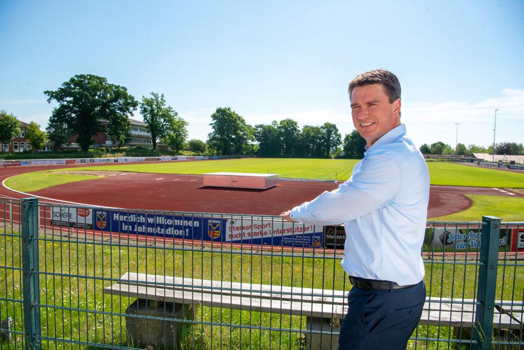 Michael Robien Bürgermeisterkandidat Lensahn 2021 Sportplatz